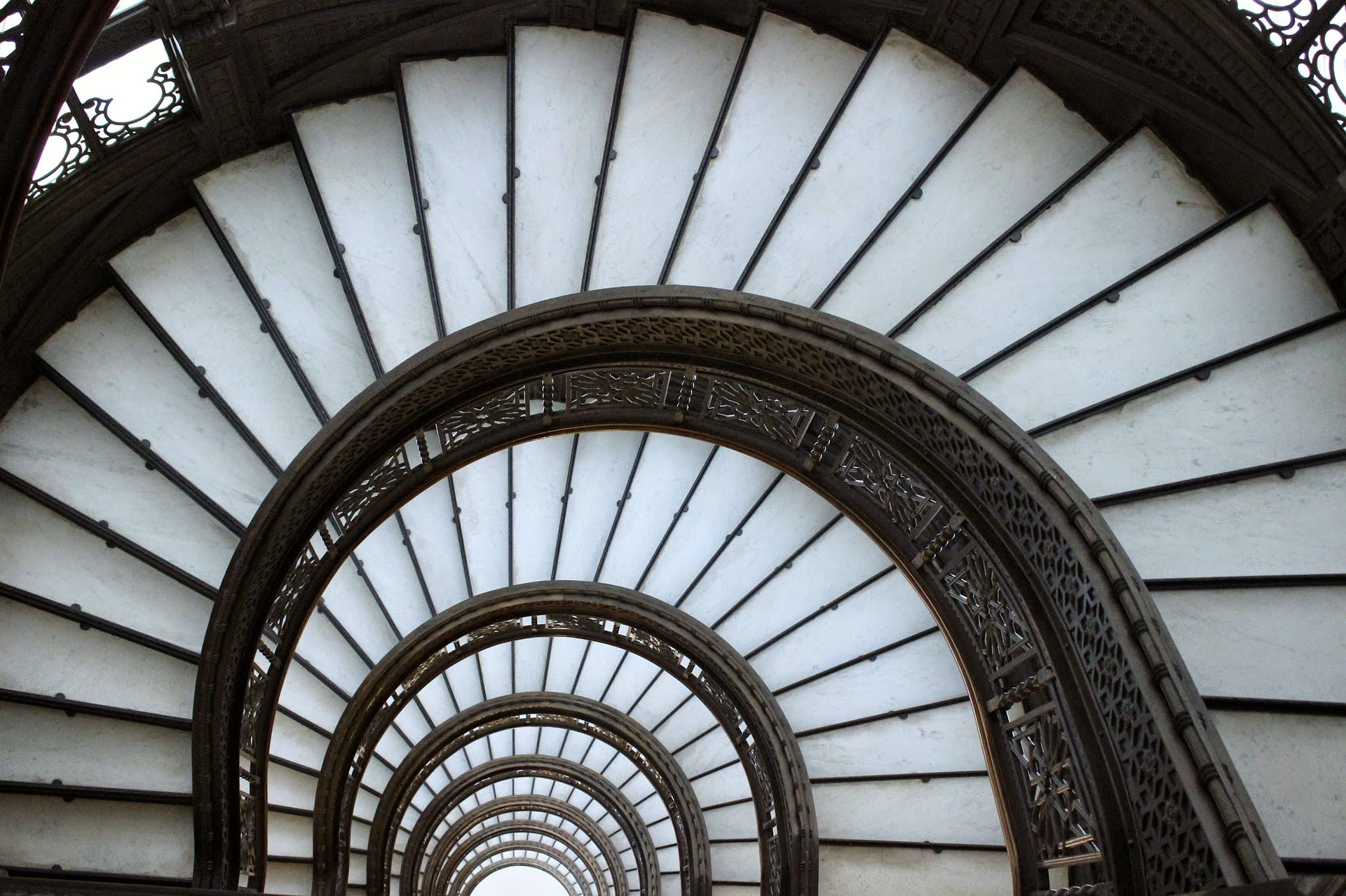 ruining historical landmark stairs - HD1280×853
