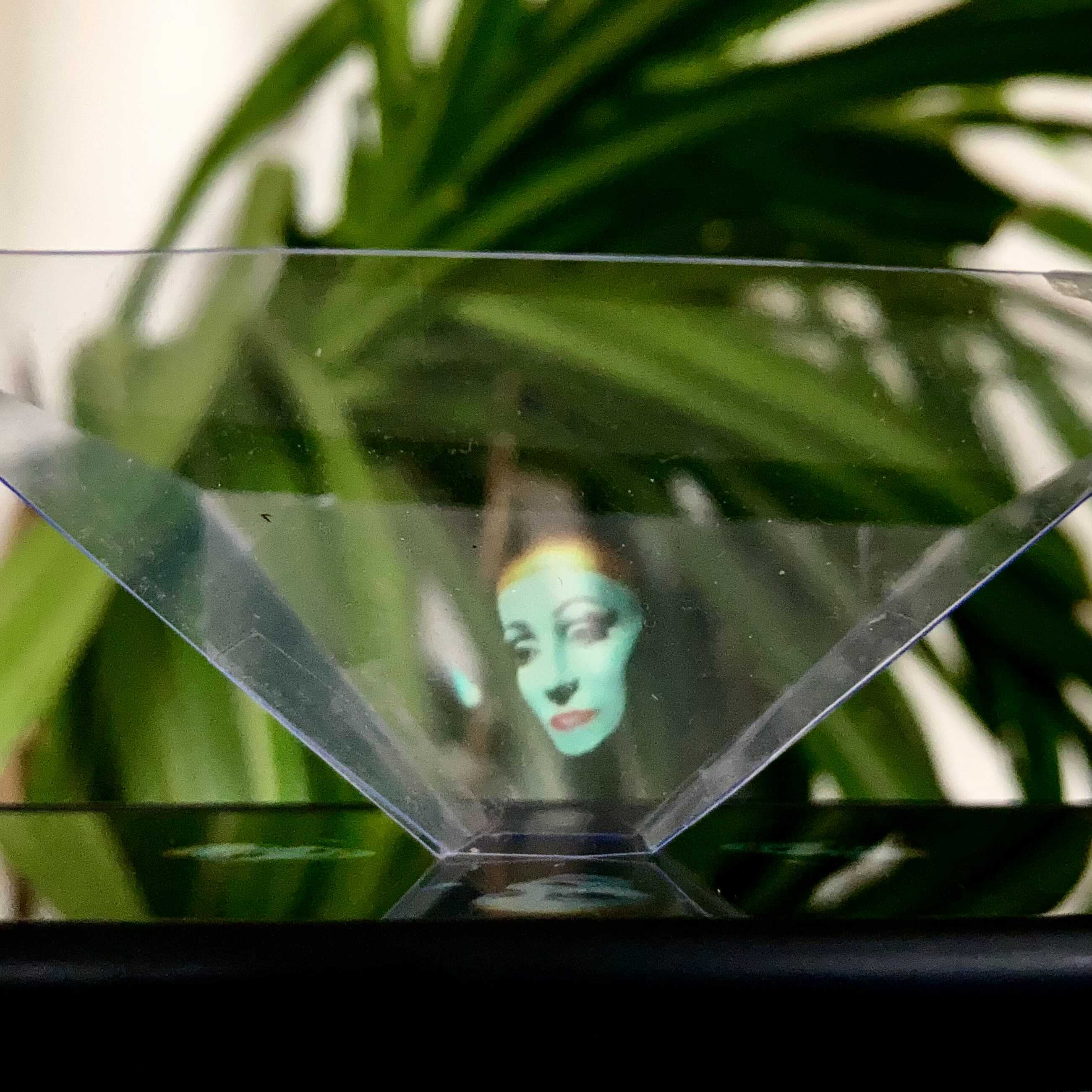 Build a 3D Hologram in 10 Minutes - Video Presentation by Igor Lobiv